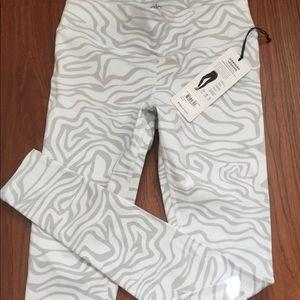 Alo Yoga airbrush white zebra leggings S NWT